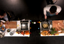 Georg Schütky und Lucas Humann kochen beim letzten digitalen Community Dinner