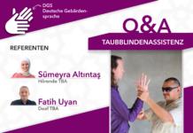 Informationsflyer, rechts oben steht der Titel Taubblindenassistenz, rechts länglich darunter ist ein Bild von einem Taubblinden der gerade taktile Gebärde anwendet mit seinem Taubblindenassistenten TBA. Links davon sind Sümeyra Altintas - hörende TBA und Fatih Uyan als deaf TBA mit einem Profilbild platziert.