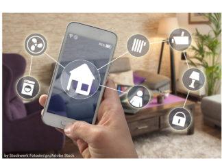 Smartphone mit Haus-Symbol und verschiedenen Symbolen von steuerbaren Geräten