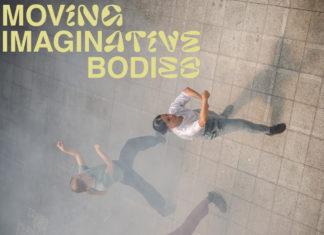"""Auf dem Bild tanzen drei Menschen in einer alten Industriehalle. Sie sind von Nebel umgeben. Oben links in der Ecke ist ein Schriftzug: """"Moving Imaginative Bodies""""."""